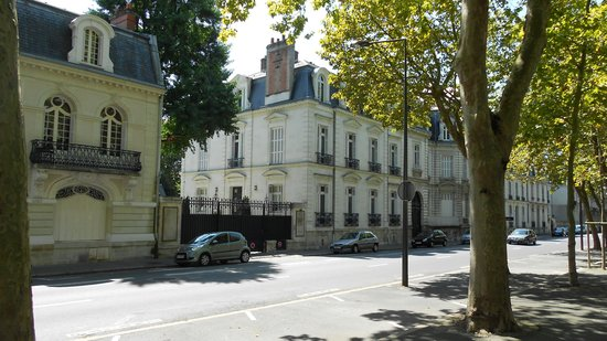 Suites Beranger : Oude vila in Tours.