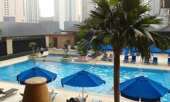 The Royale Chulan Kuala Lumpur: pool area