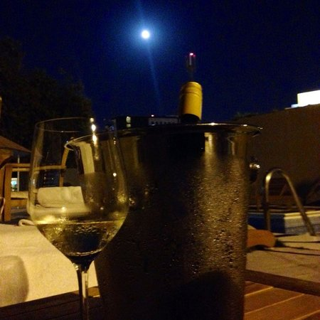 The Palace Boutique Hotel: Wine and a full moon