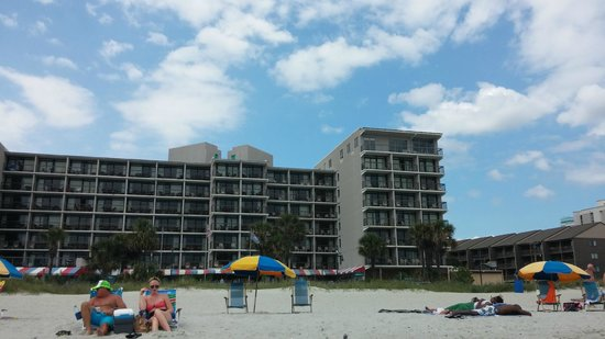 Ocean Dunes Resort & Villas: Daylight view from the beach - Ocean Dunes building
