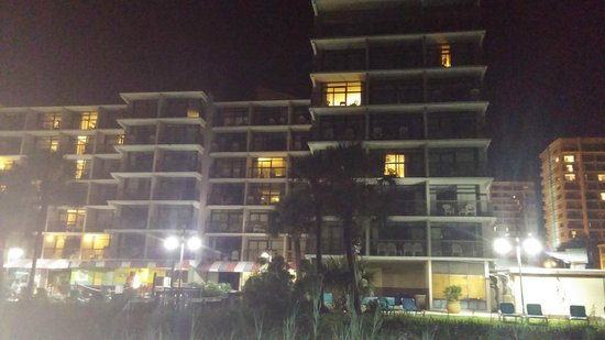 Ocean Dunes Resort & Villas: Night time view of the beach -- Ocean Dunes building