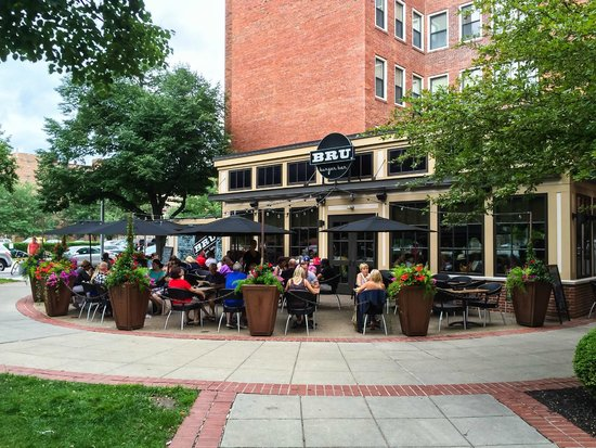 Bru Burger Bar : Bru Buger Bar Outdoor Seating