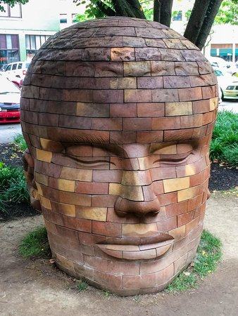 Bru Burger Bar : Scupture Next to the Outdoor Seating