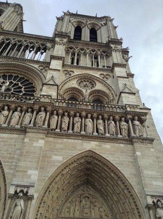 Tours de la Cathedrale Notre-Dame : Fachada externa,  entrada
