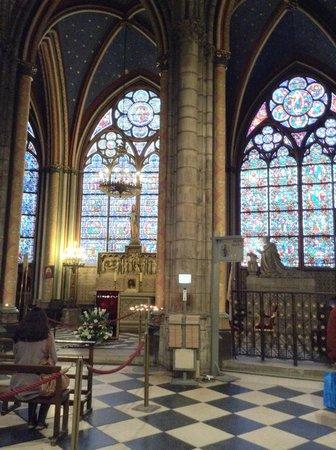 Tours de la Cathedrale Notre-Dame : Interior, detalles de los vitraux