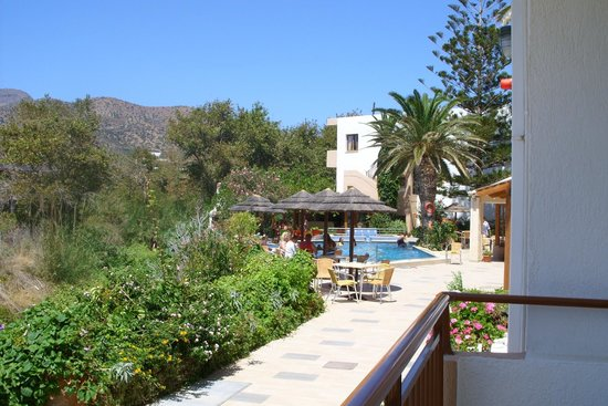 South Coast Hotel: the restaurant & the pool