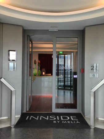 INNSIDE by Melia Frankfurt Eurotheum: entrance of the hotel