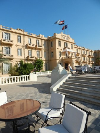 Pavillon Winter Luxor: the front of the Winter palace, we loved walking through as if we were staying here