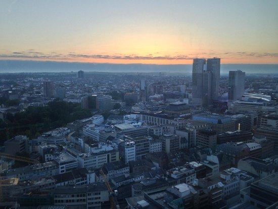 INNSIDE by Melia Frankfurt Eurotheum: sunset