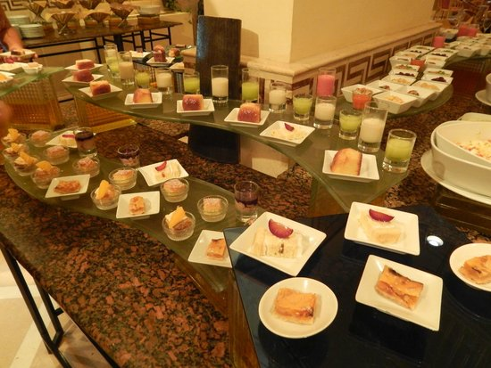 Pavillon Winter Luxor: desserts in the evening