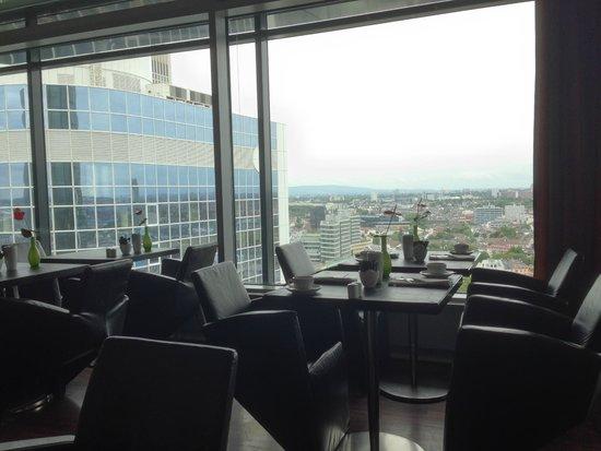 INNSIDE by Melia Frankfurt Eurotheum: breakfast at hotel's restaurant