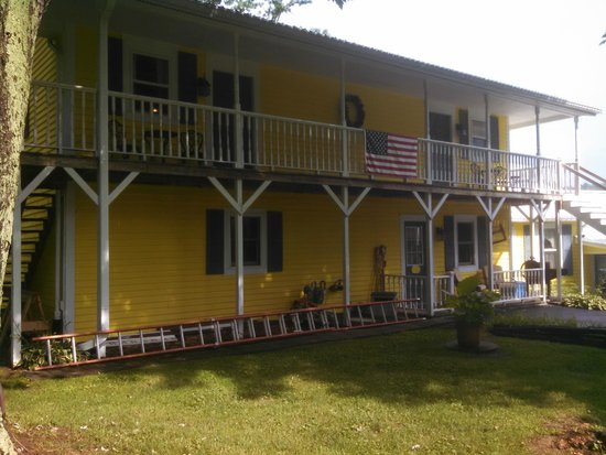 1875 Homestead Bed and Breakfast: 4 beautiful ooms in this separate building