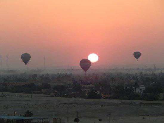 Pavillon Winter Luxor: hod hod soliman were excellent balloon pilots (even had a blue peter badge)
