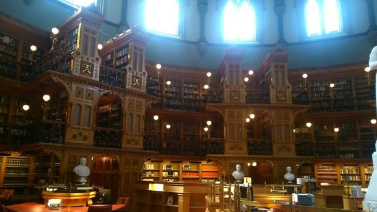 Colline du Parlement : More of the library