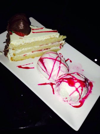 Velvet Lounge Strawberry Gateau Cake