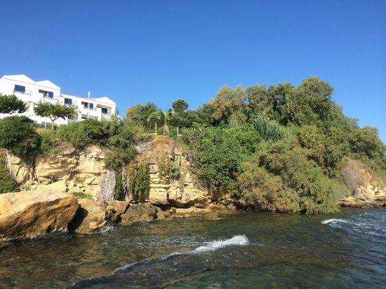 SENTIDO Louis Plagos Beach: Вид на отель с понтона