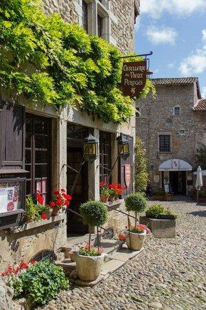Cité médiévale de Pérouges : Restaurant