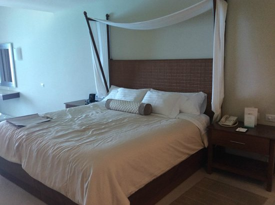 Sun Palace: Bed is queen size!