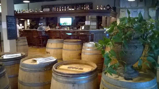 Old North State Winery and Brewery : Inside ambience