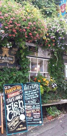 The Fountain Inn: Floral display 2014