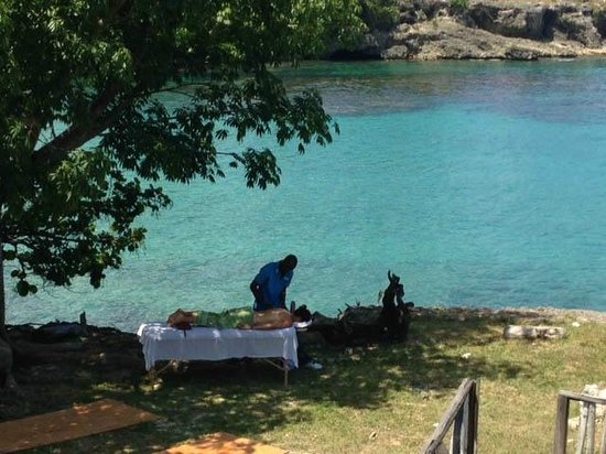 Natasha's One Love Massage Spa: Sea front massage at Le Mer Villas