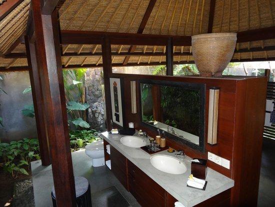 Kayumanis Ubud Private Villa & Spa: Waschtisch & WC