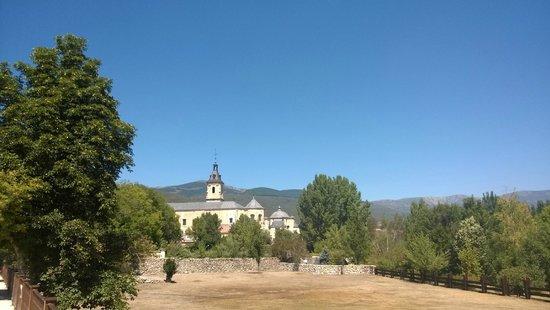 Monasterio de Santa Maria de El Paular: Вид со стороны Моста Прощения
