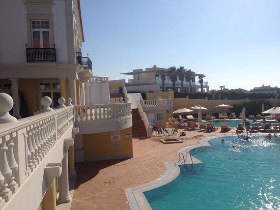 Praia D'El Rey Marriott Golf & Beach Resort: Poolside