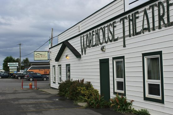 Shallow Bay Motel & Cabins: Warehouse Theatre and Gros More Theatre on grounds
