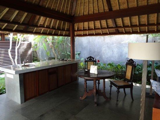 Kayumanis Ubud Private Villa & Spa: Essbereich mit kleiner Küche