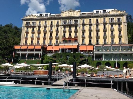 Grand Hotel Tremezzo: Vue de la piscine sur le lac.