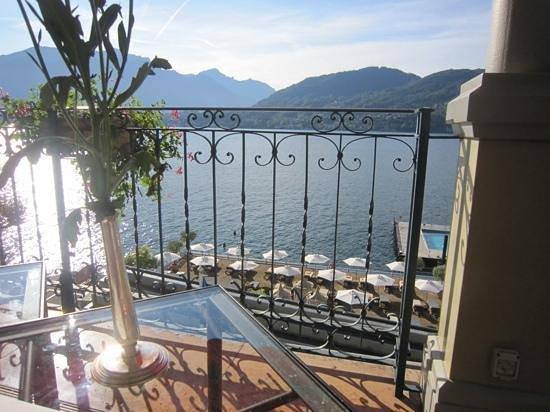 Grand Hotel Tremezzo: Vue de la terrasse du petit déjeuner.