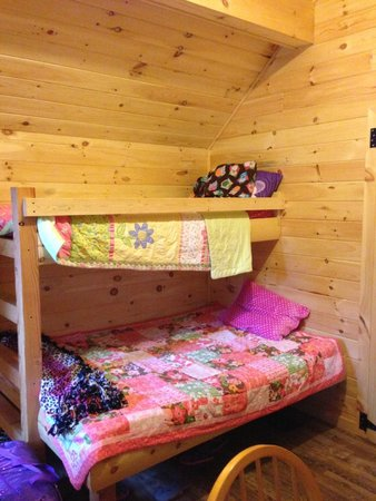 Old Forge Camping Resort: Double/twin bunk bed in front room