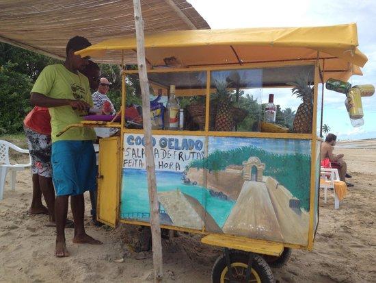 Quinta Praia (Praia do Encanto): Carro bebidas típicas que se encuentran en la Quinta Praia del Morro