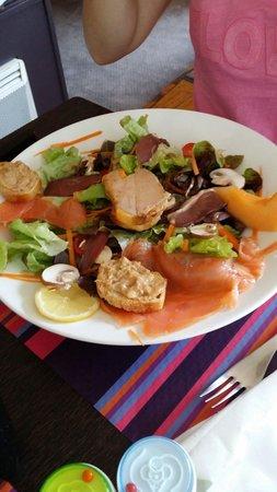 salade de saumon frais et foie gras photo de la gourmandise saint malo tripadvisor. Black Bedroom Furniture Sets. Home Design Ideas