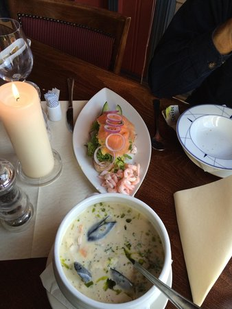 Vaertshuset Pieder Ro: Fish soup and salmon sandwich