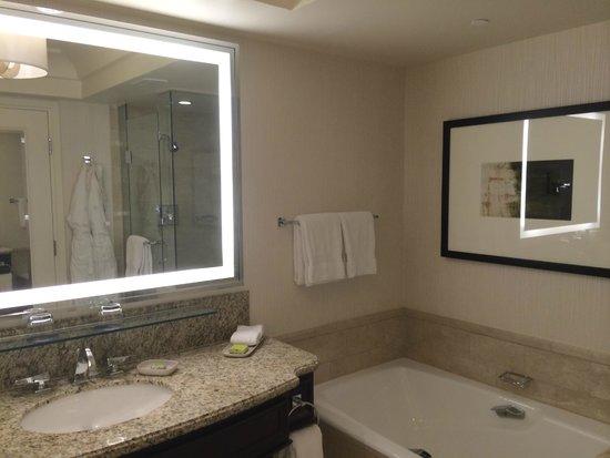Four Seasons Hotel Las Vegas : Bathroom
