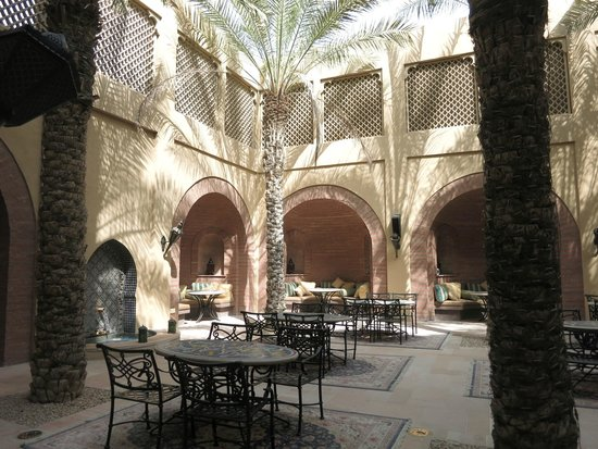 The Palace at One&Only Royal Mirage Dubai : PATIO ARABIAN COURT
