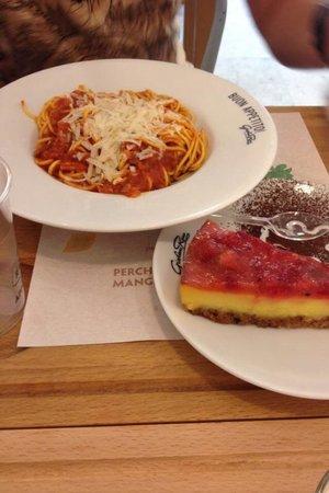 Da Giovanni Rana : Primo piatto n2 (bucatini all'amatriciana) + dolce (cheesecake alle fragole)  Tutto delizioso!!