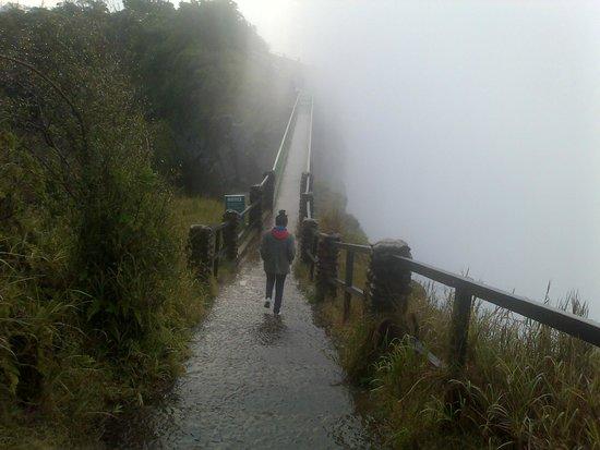 Mosi-oa-Tunya / Victoria Falls National Park: Walk the bridge..it gets more breathtaking