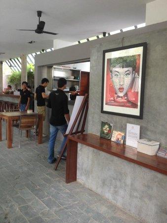 Rambutan Resort - Phnom Penh : Hall & restaurante area