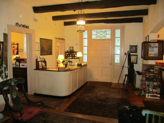 Historic General Lewis Inn : Front Desk Check-In