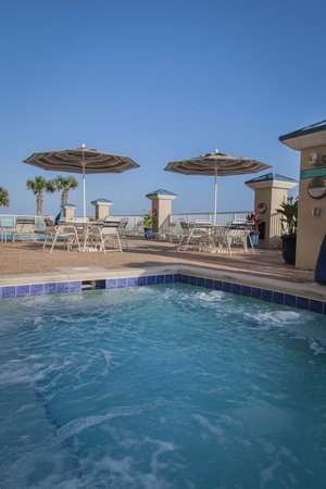 Holiday Inn Club Vacations Panama City Beach Resort: Enjoy the outdoor pool overlooking the beach