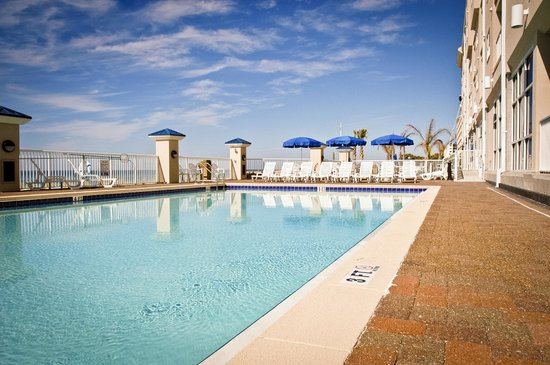 Holiday Inn Club Vacations Panama City Beach Resort: Enjoy swimming in the outdoor pool