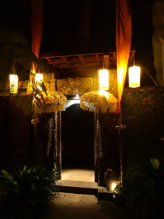 Kayumanis Ubud Private Villa & Spa: Restraurant am Abend