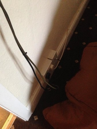 Abbey Grange Hotel: Trailing wires causing a trip hazard alongside kids bed