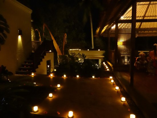 Kayumanis Ubud Private Villa & Spa : Restaurant am Abend