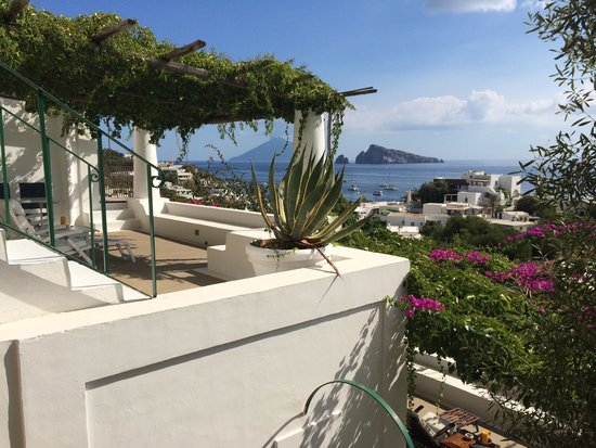 Hotel Raya: Magnificent terraces