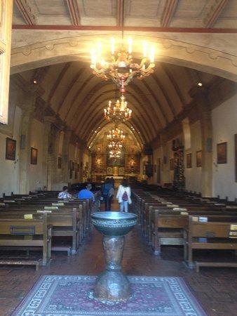 San Carlos Borromeo de Carmelo Mission : Church