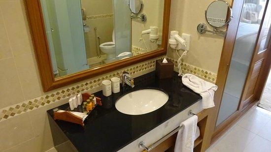 The Royale Chulan Kuala Lumpur: Bathroom